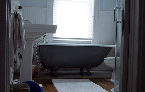 The bathtubs were typically clawfoot tubs